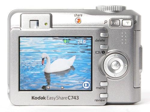 a comparison between fujufilm finepix 3800 and kodak easyshare camera