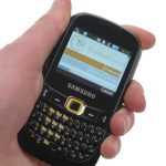 Samsung Genio Qwerty GT-B3210 in hand