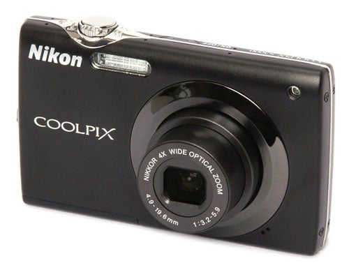 Nikon CoolPix S3000 front angle