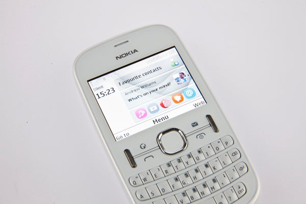 Nokia Asha 201 – Interface, Screen, Social Networking and
