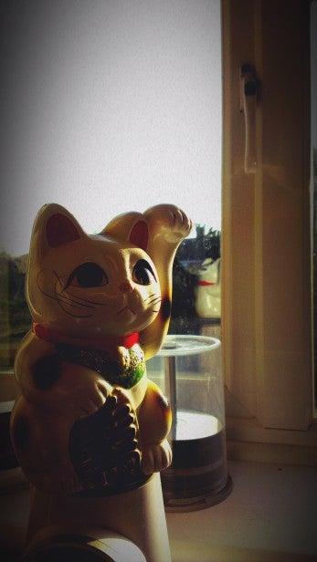 HTC One X Camera - Indoor Beckoning Cat