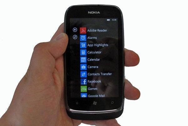 Nokia Lumia 610 10