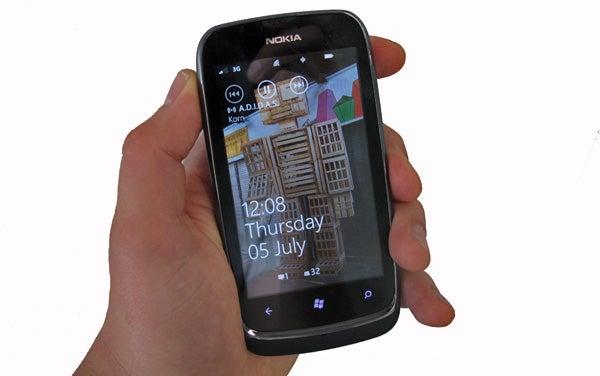 Nokia Lumia 610 9
