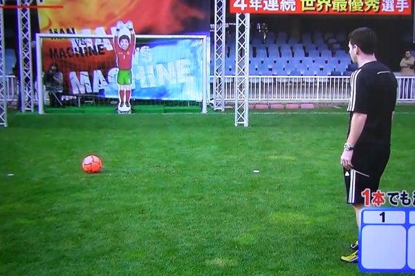 Lionel Messi vs Robot Goalkeeper