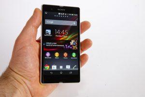 IPhone 5 Vs Xperia Z Screen