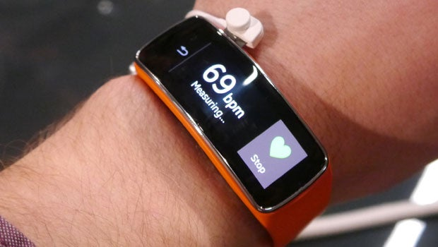 newest fb8f6 260e2 Samsung Gear Fit Review | Trusted Reviews