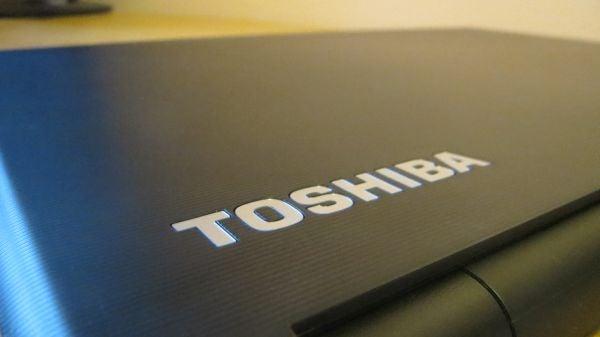Toshiba Satellite Pro R50 17