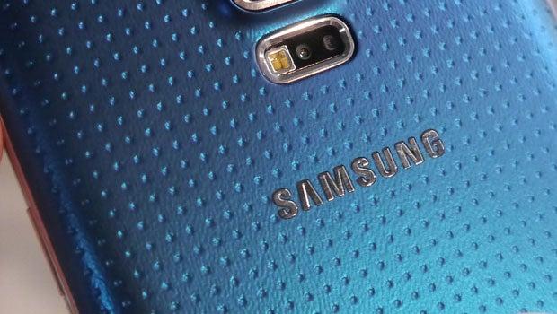 Samsung Galaxy S5 tight