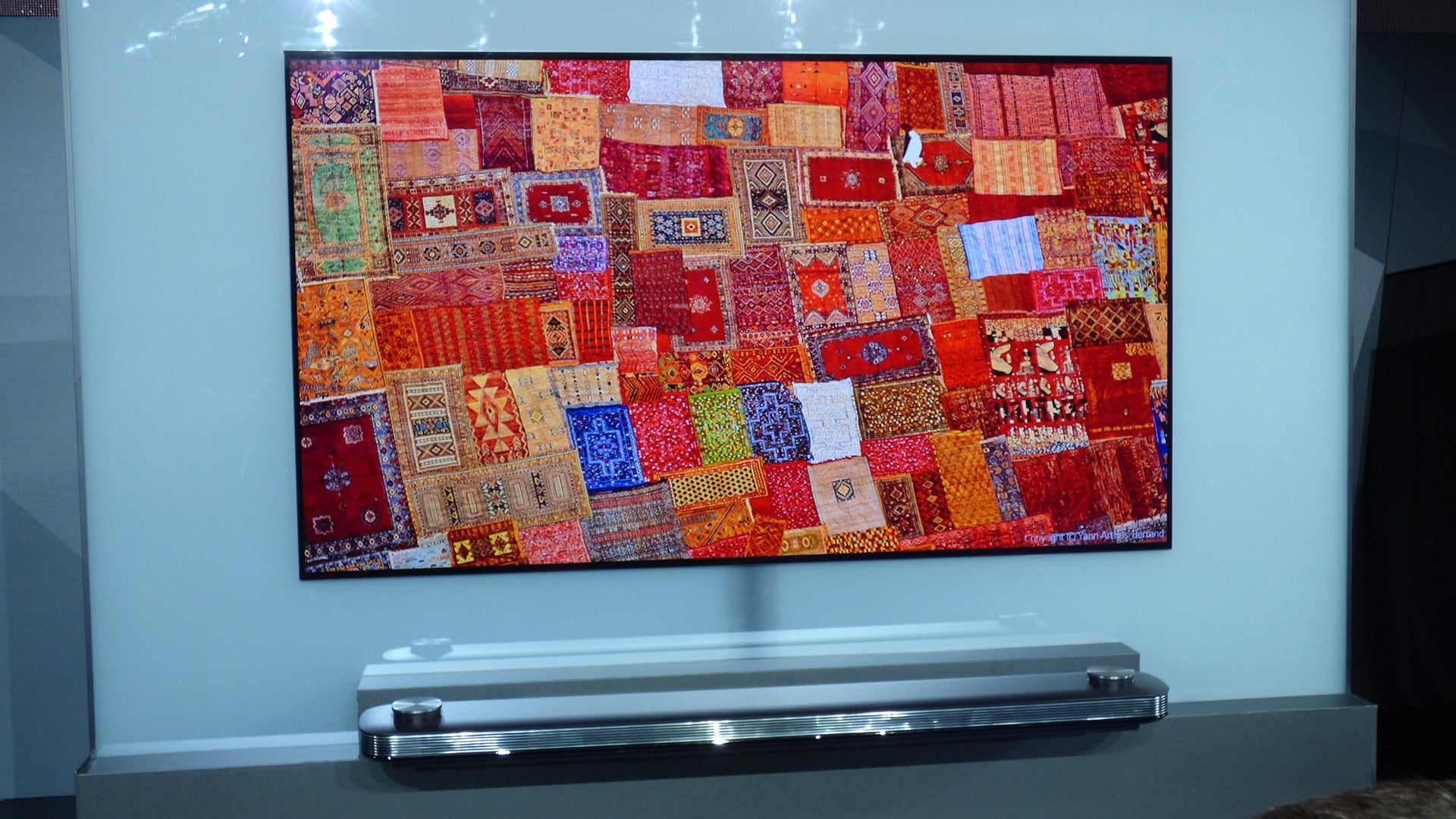 Lg S W7 Signature 4k Hdr Oled Tv Is Wallpaper Thin And