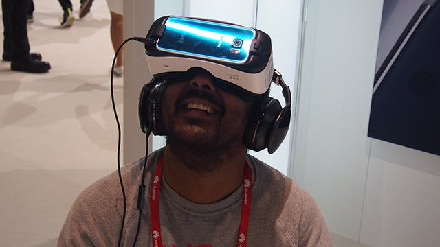 Samsung Gear VR for Galaxy S6 and S6 Edge Review | Trusted