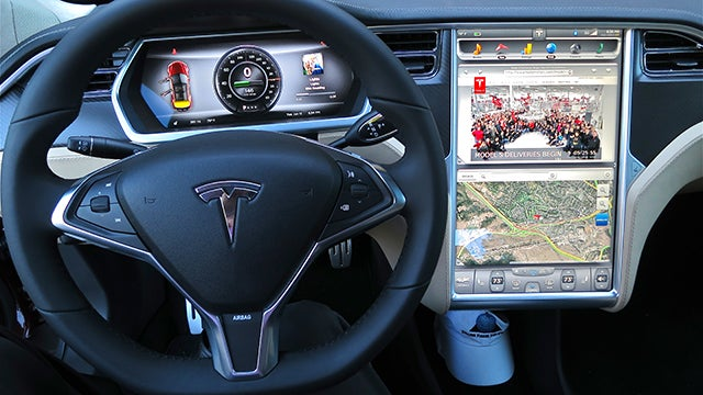 Tesla Cars Will Soon Come With Netflix And Youtube