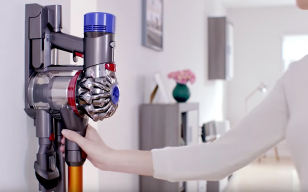 Dyson V8 Absolute – Battery Life, Stairs, Pet Hair & Verdict ...