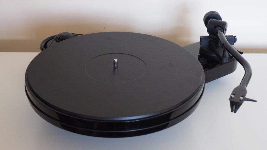 Pro-Ject RPM 3 Carbon 5
