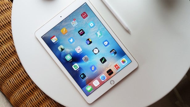 Kết quả hình ảnh cho New iPad (2018): How does it compare to the old 9.7-inch iPad (2017)?
