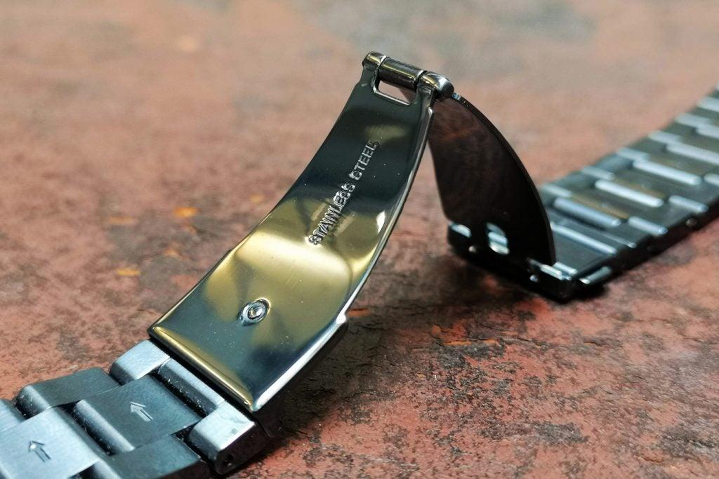 498cd2f860a5 Michael Kors Access Grayson clasp