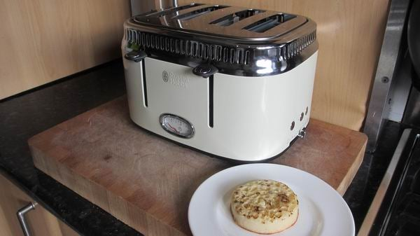 russell hobbs retro 4 slice toaster review trusted reviews. Black Bedroom Furniture Sets. Home Design Ideas