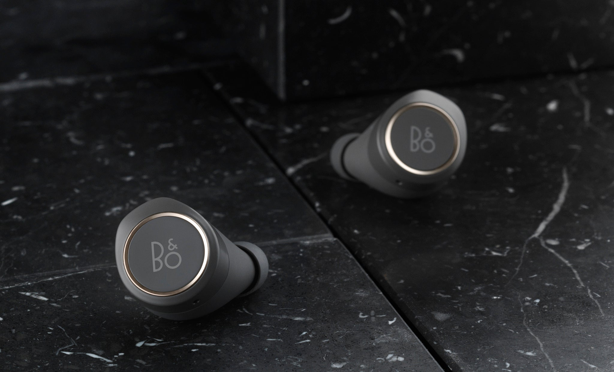 bang and olufsen e8. first impressions bang and olufsen e8