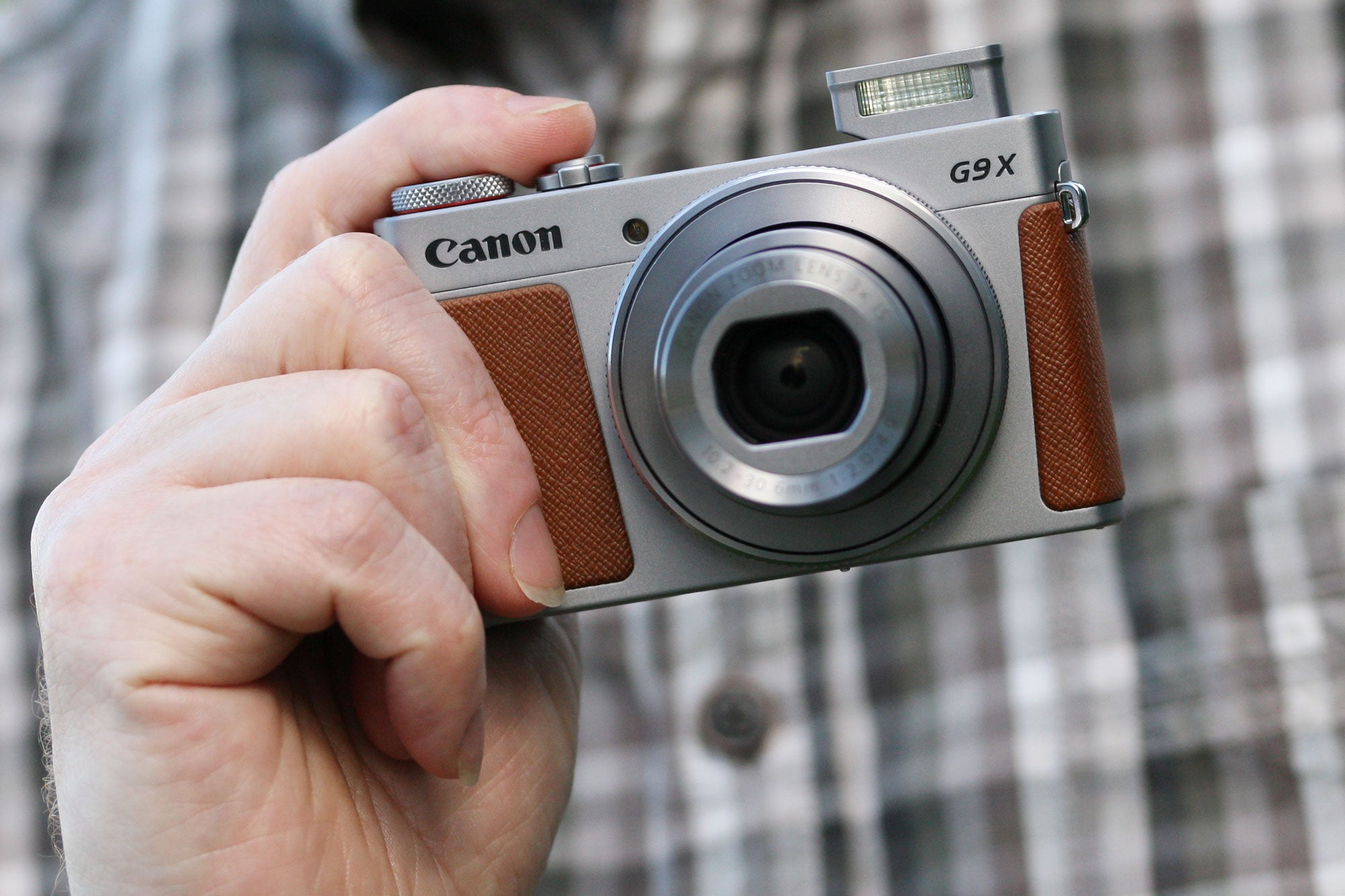 Canon G9X II in-hand