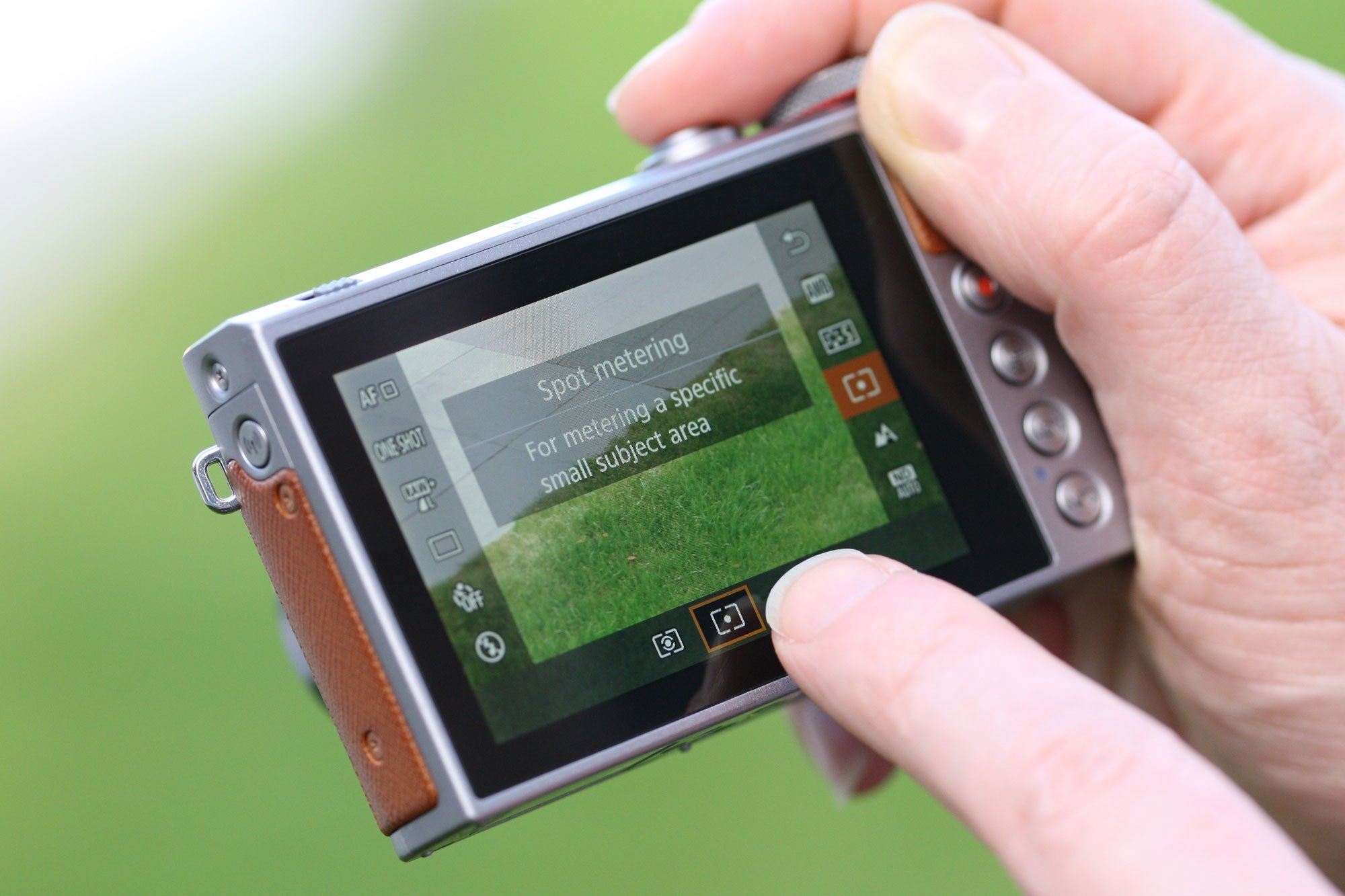 Canon G9X II touchscreen