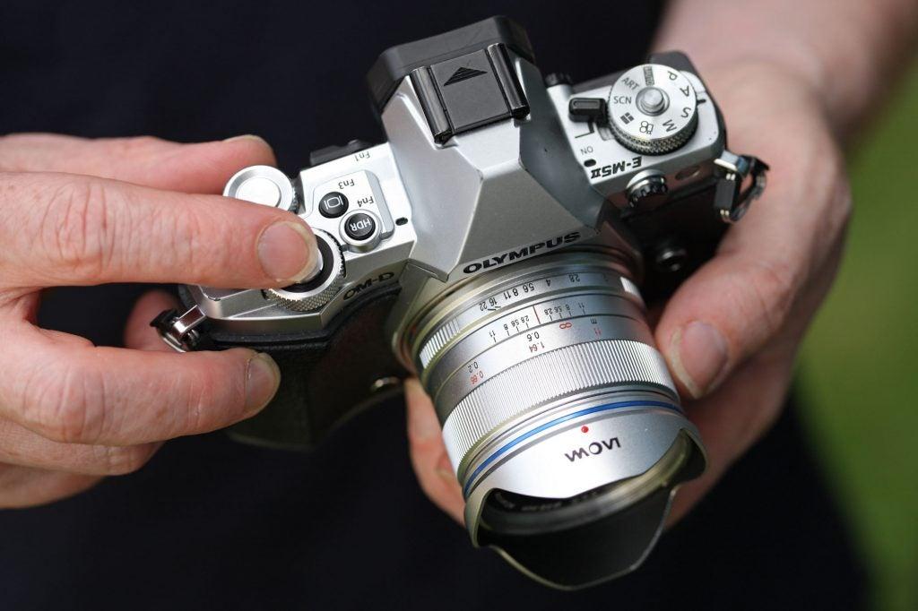 Laowa 7.5mm f/2 MFT focus and aperture rings