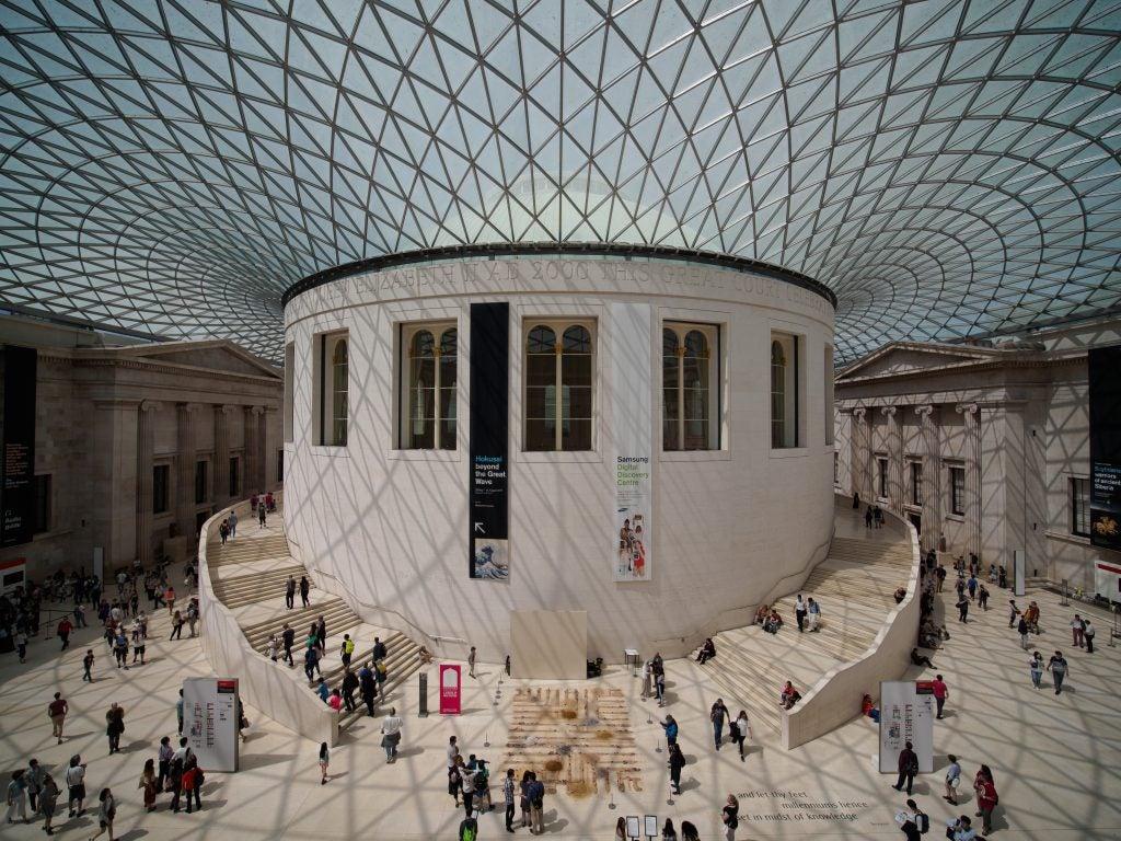 Laowa 7,5mm f/2 MFT British Museum