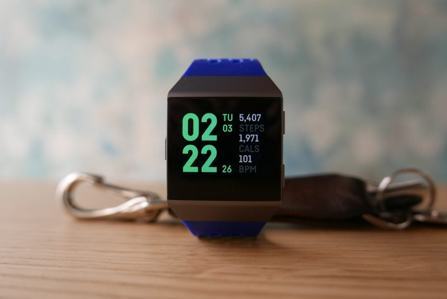 'Fitbit Ionic' from the web at 'http://ksassets.timeincuk.net/wp/uploads/sites/54/2017/09/P1030158-920x615.jpg'