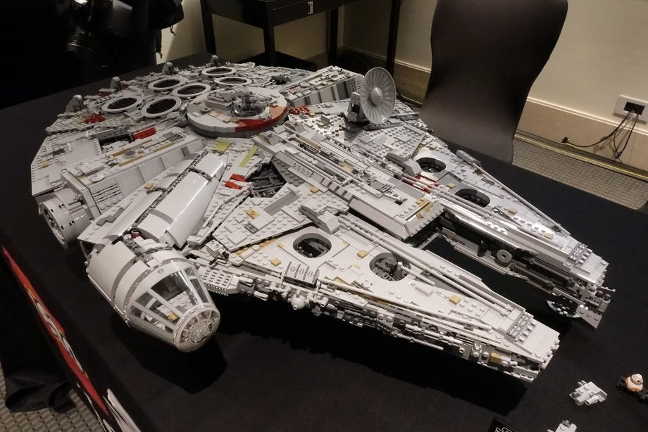 Lego 75192 Ultimate Collector Series Millennium Falcon hands-on ...