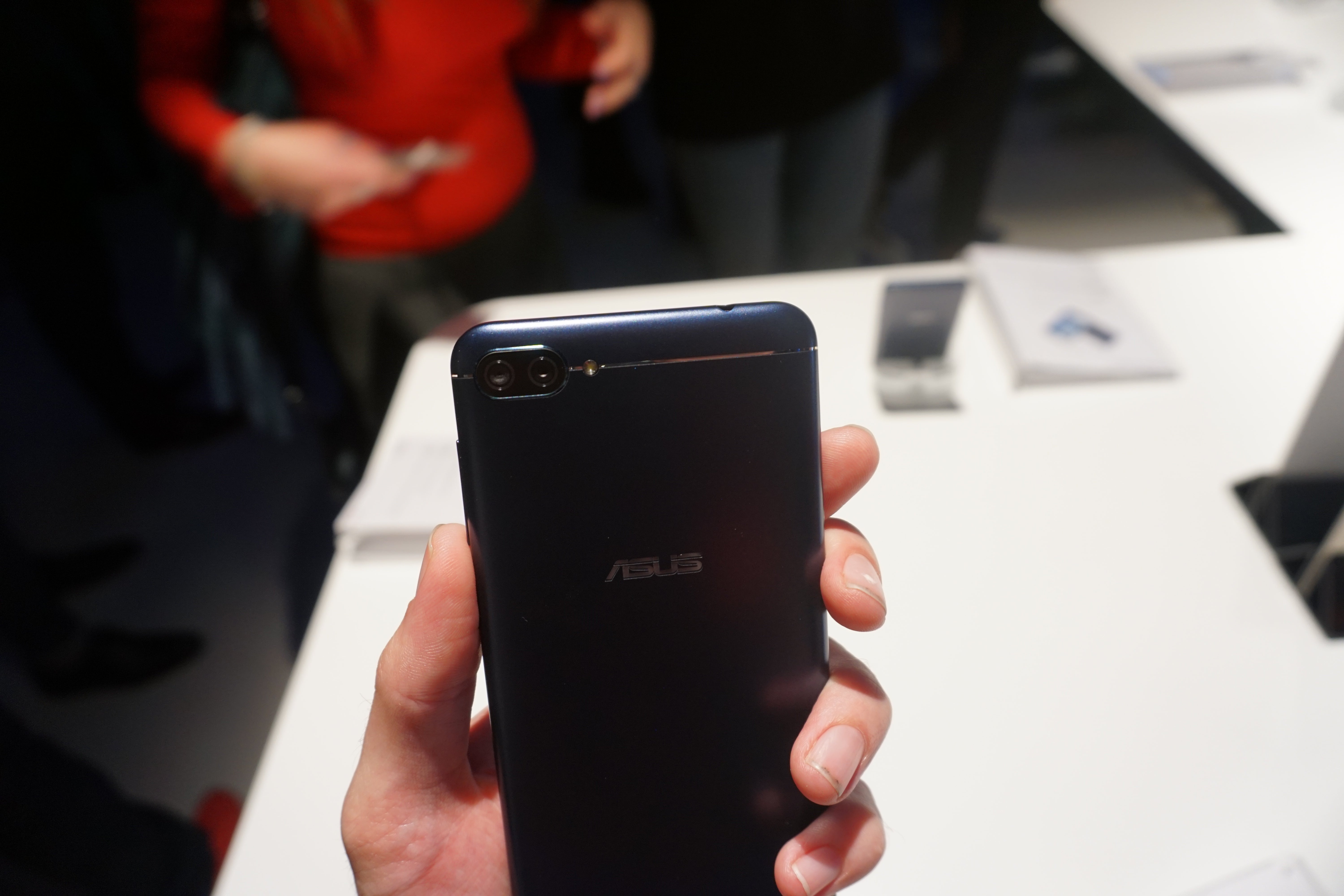 asus zenfone 4 max hands on review trusted reviews. Black Bedroom Furniture Sets. Home Design Ideas
