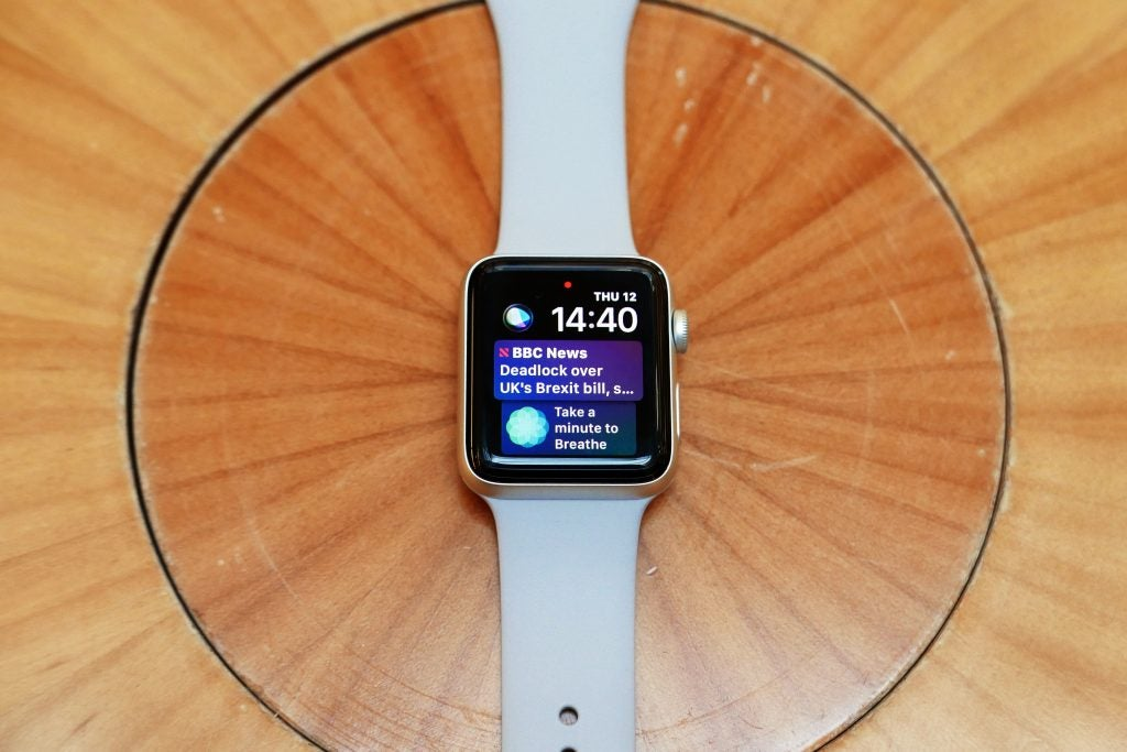 Fitbit Versa vs Apple Watch: Which fitness smartwatch is the
