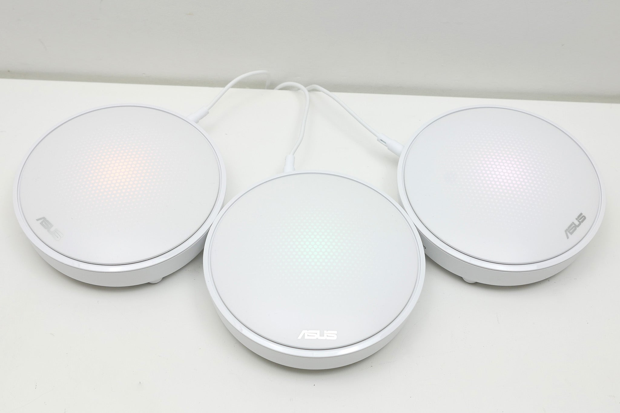 Asus Lyra Review Trusted Reviews Whole Home Surround Sound Wiring They Sit Sturdily On A Flat Surface Unlike The Tall Narrow Linksys Velop Units Plus Can Be Wall Mounted With Couple Of Screws