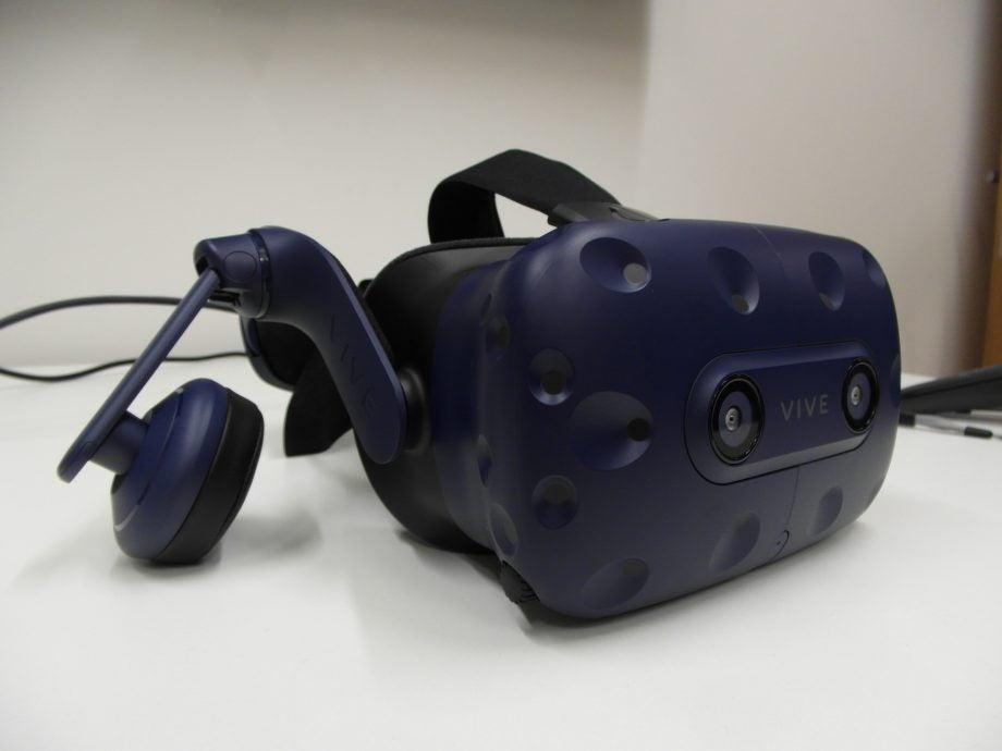 Full HTC Vive Pro kit up for UK pre-order for an eye