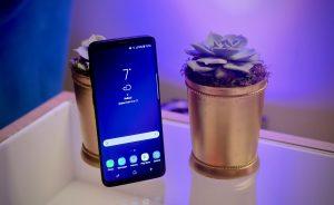 Samsung Galaxy S9 standing