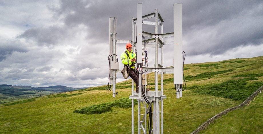 EE 4G mast