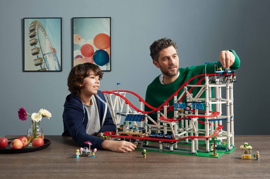 lego 39 s new roller coaster set can be upgraded to power. Black Bedroom Furniture Sets. Home Design Ideas