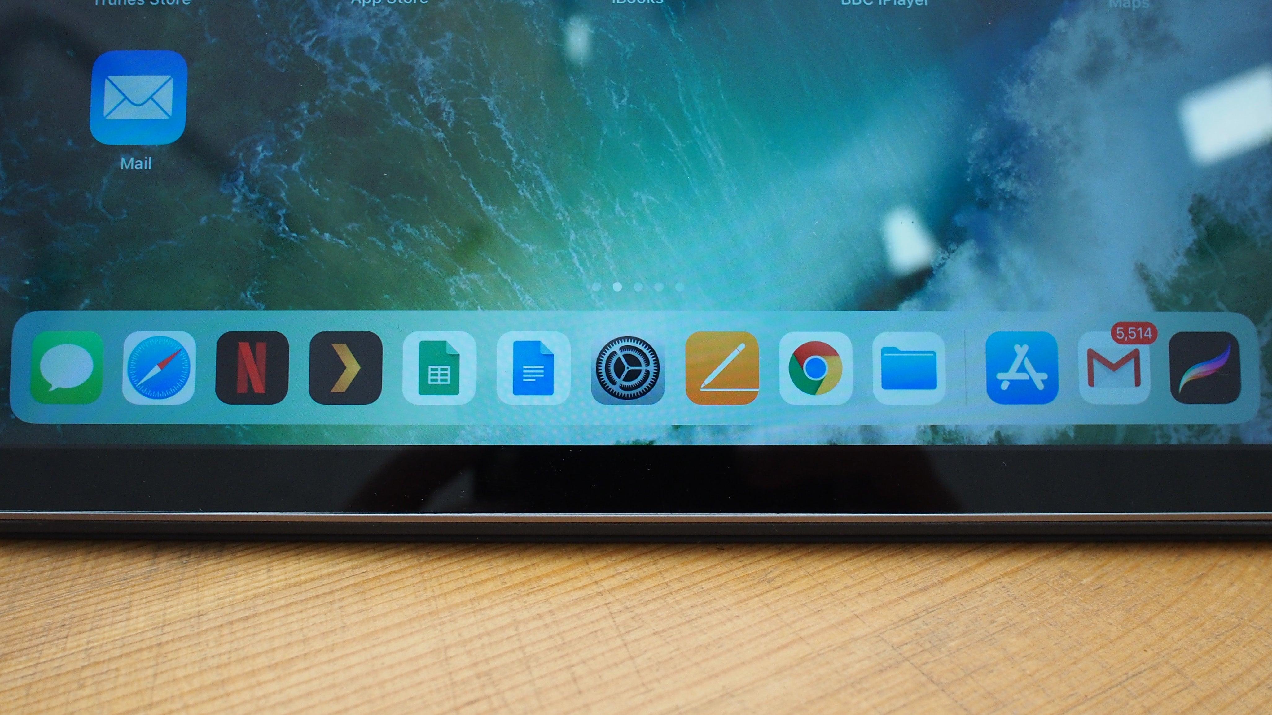 iPad 2018 persistent dock