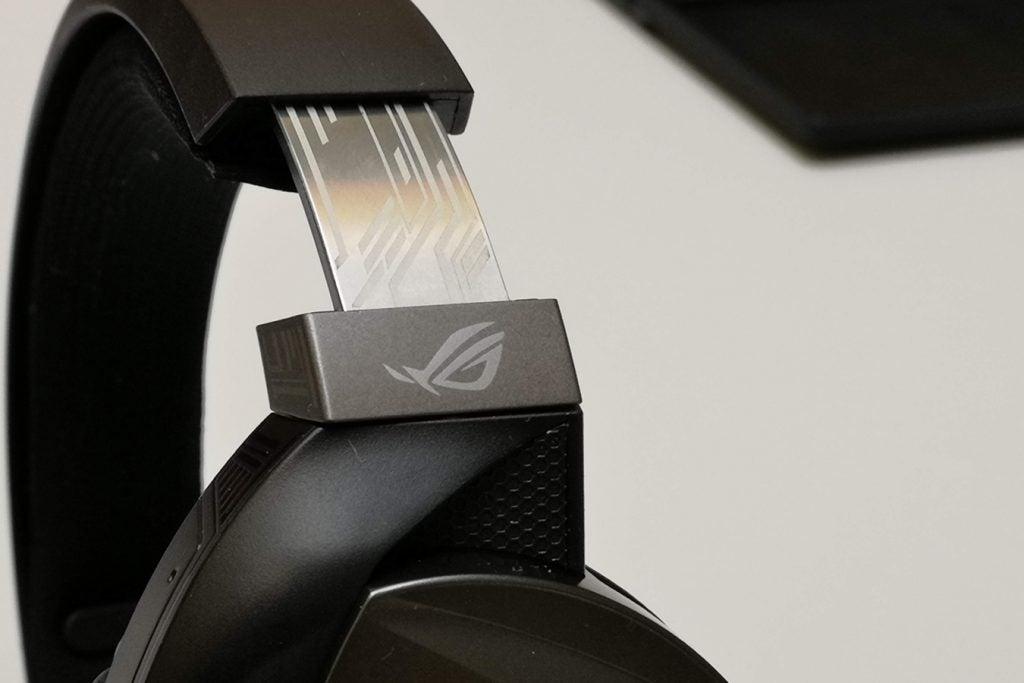 Asus ROG Strix Fusion 300 details