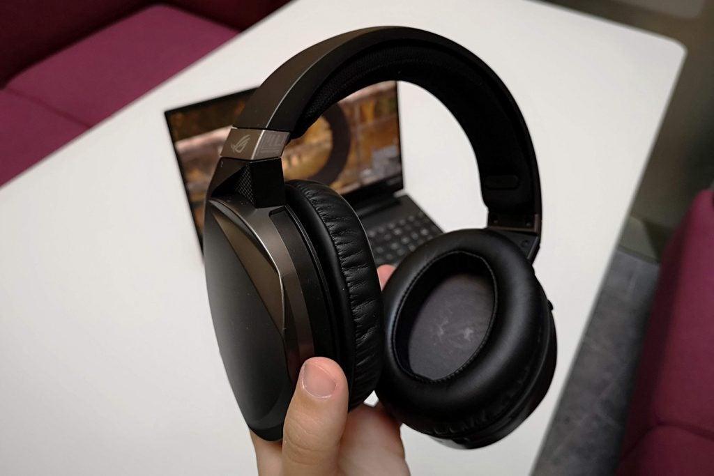 Asus ROG Strix Fusion 300 handheld