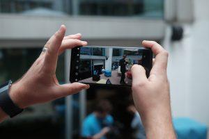 Sony Xperia XZ3 in hand