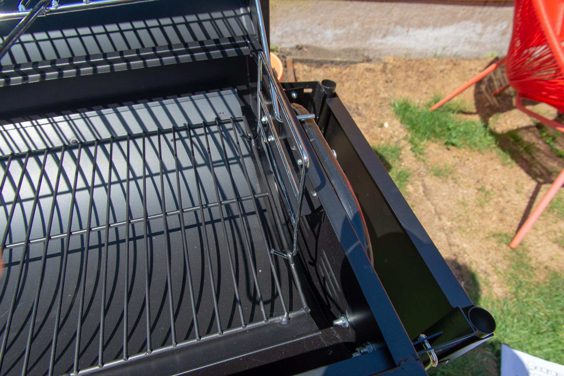George Foreman GFDRMBBQ Drum Charcoal BBQ charcoal position