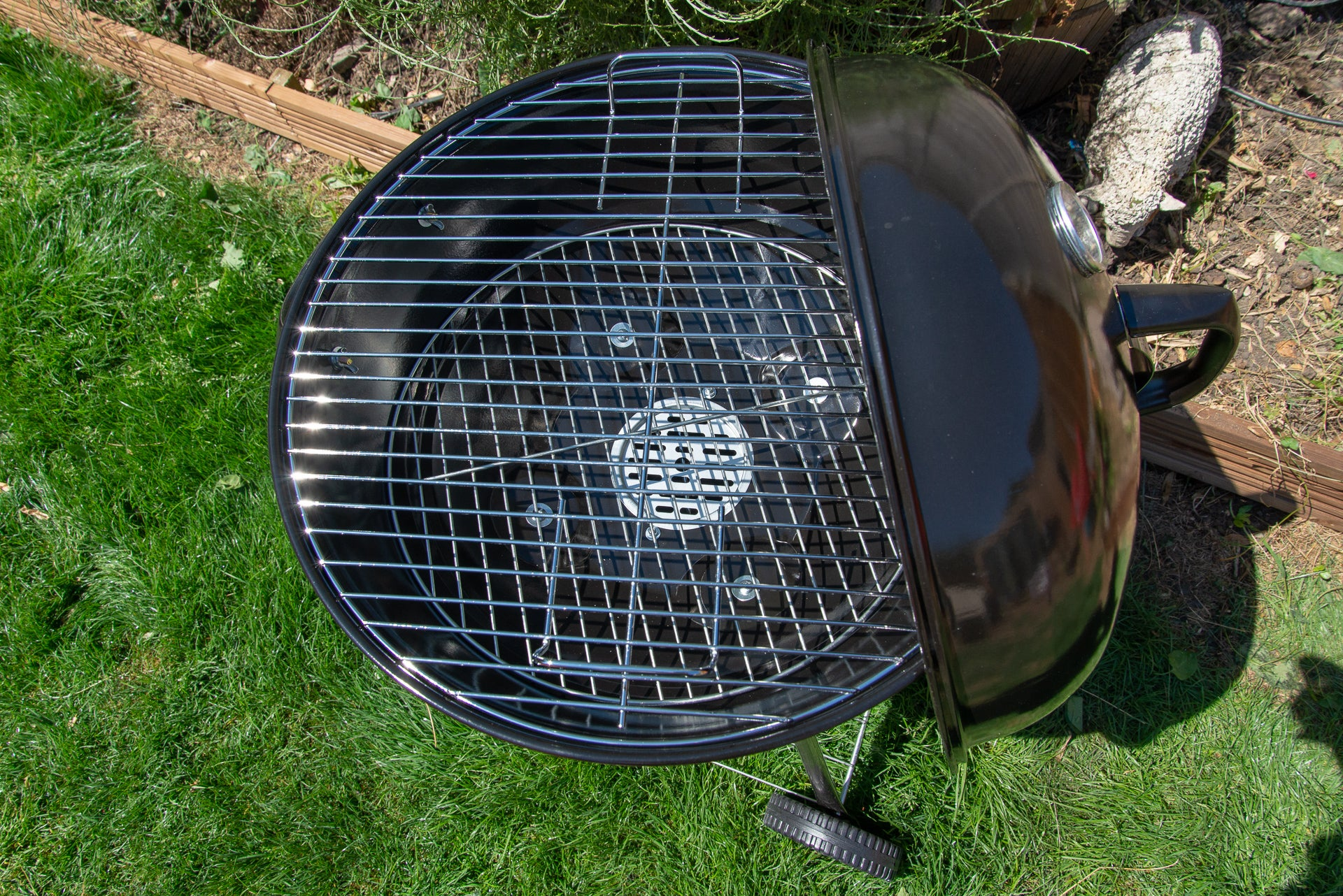 George Foreman Kettle Charcoal BBQ charcoal area