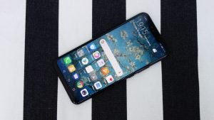 Huawei Mate 20 Lite in black top down