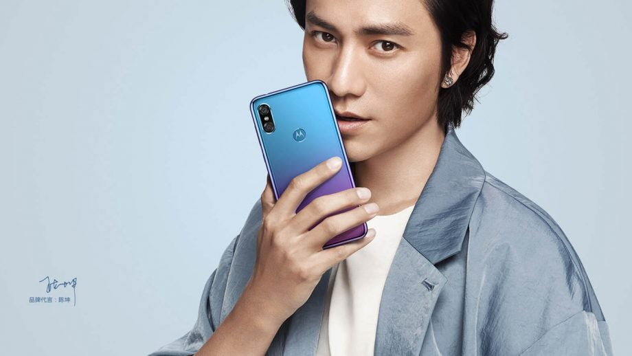 Motorola P30 Chinese model in Aurora with man press image