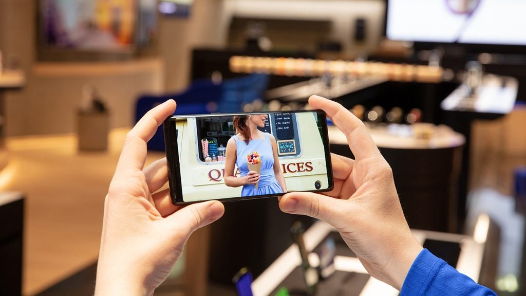 Samsung Galaxy Note 9 handheld office video lifestyle press image
