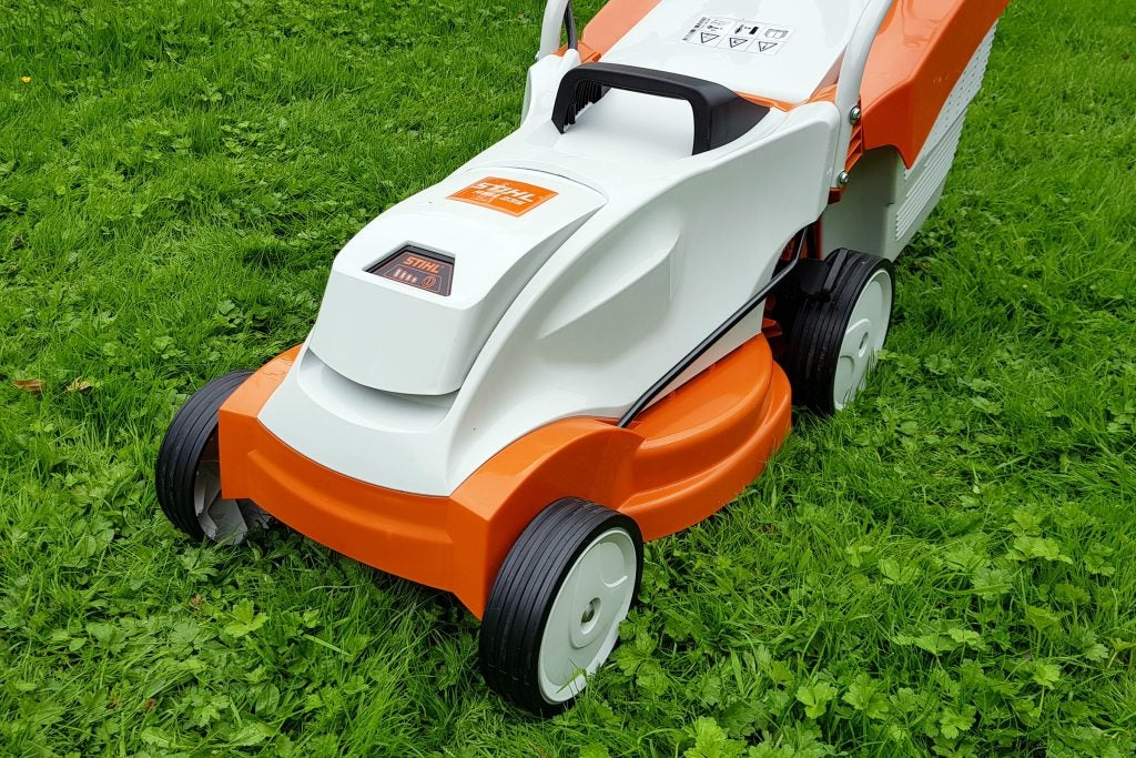 Stihl Rma 235 Cordless Lawnmower Review Trusted Reviews