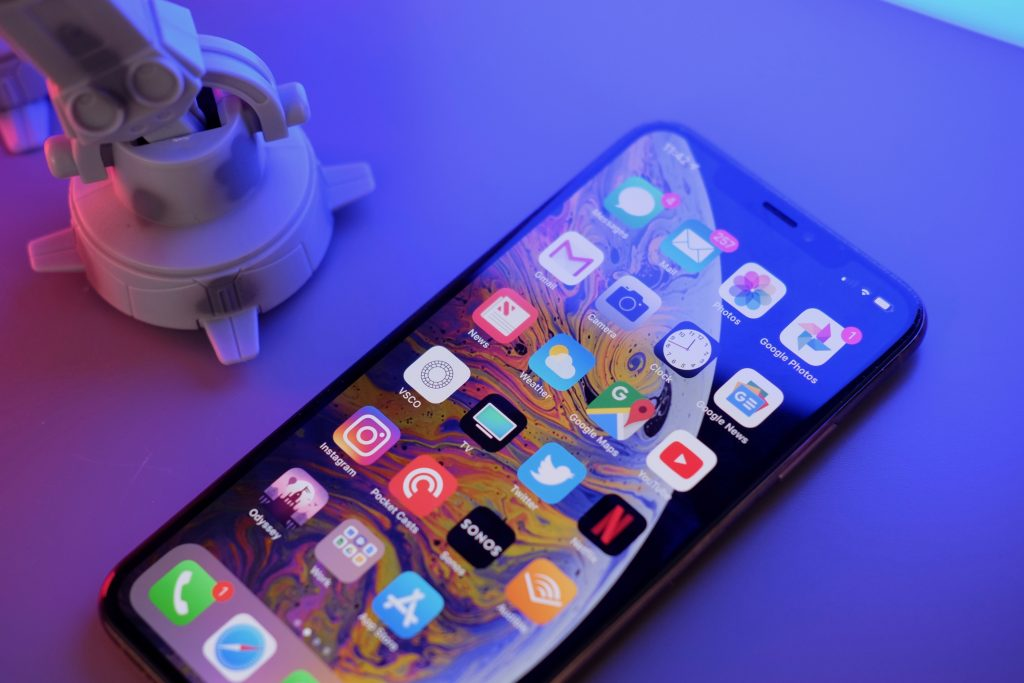 Exciting iPhone news, 5G fever, and a cheap phones shocker