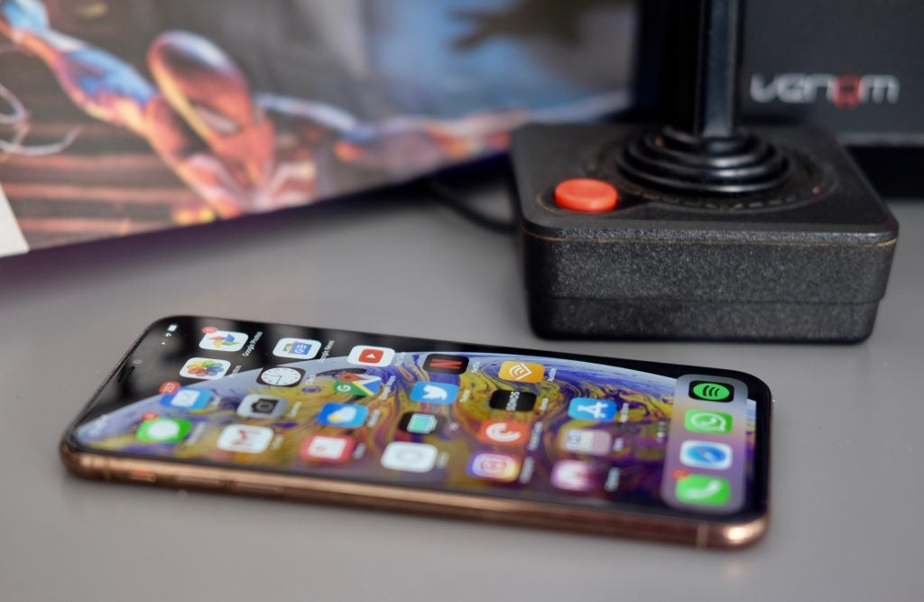 iPhone XS Max side