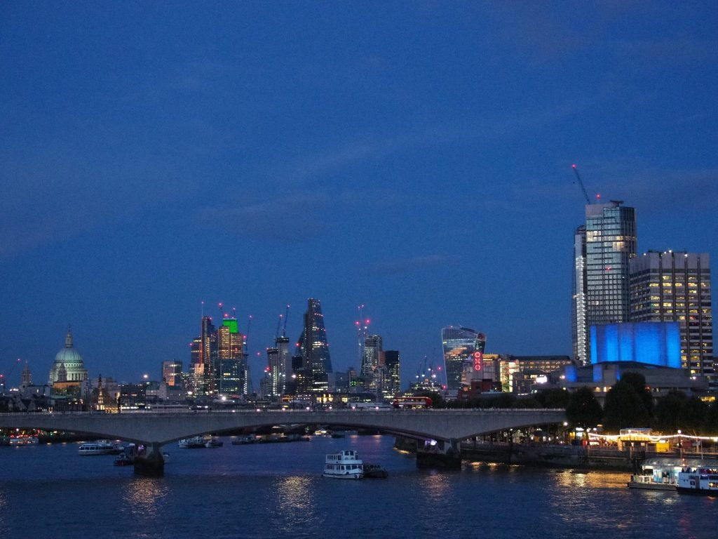 Olympus OM-D E-M10 III dusk cityscape
