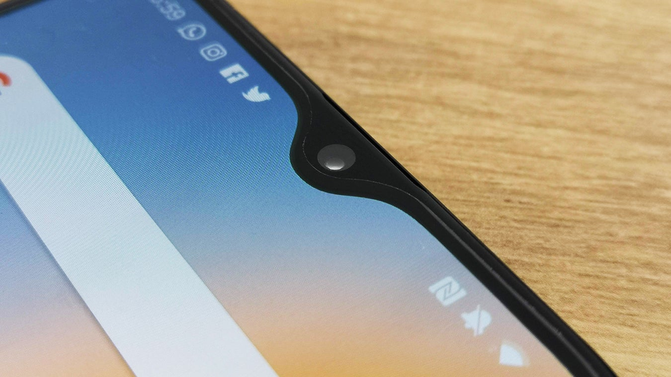 OnePlus 6T насечка крупным планом