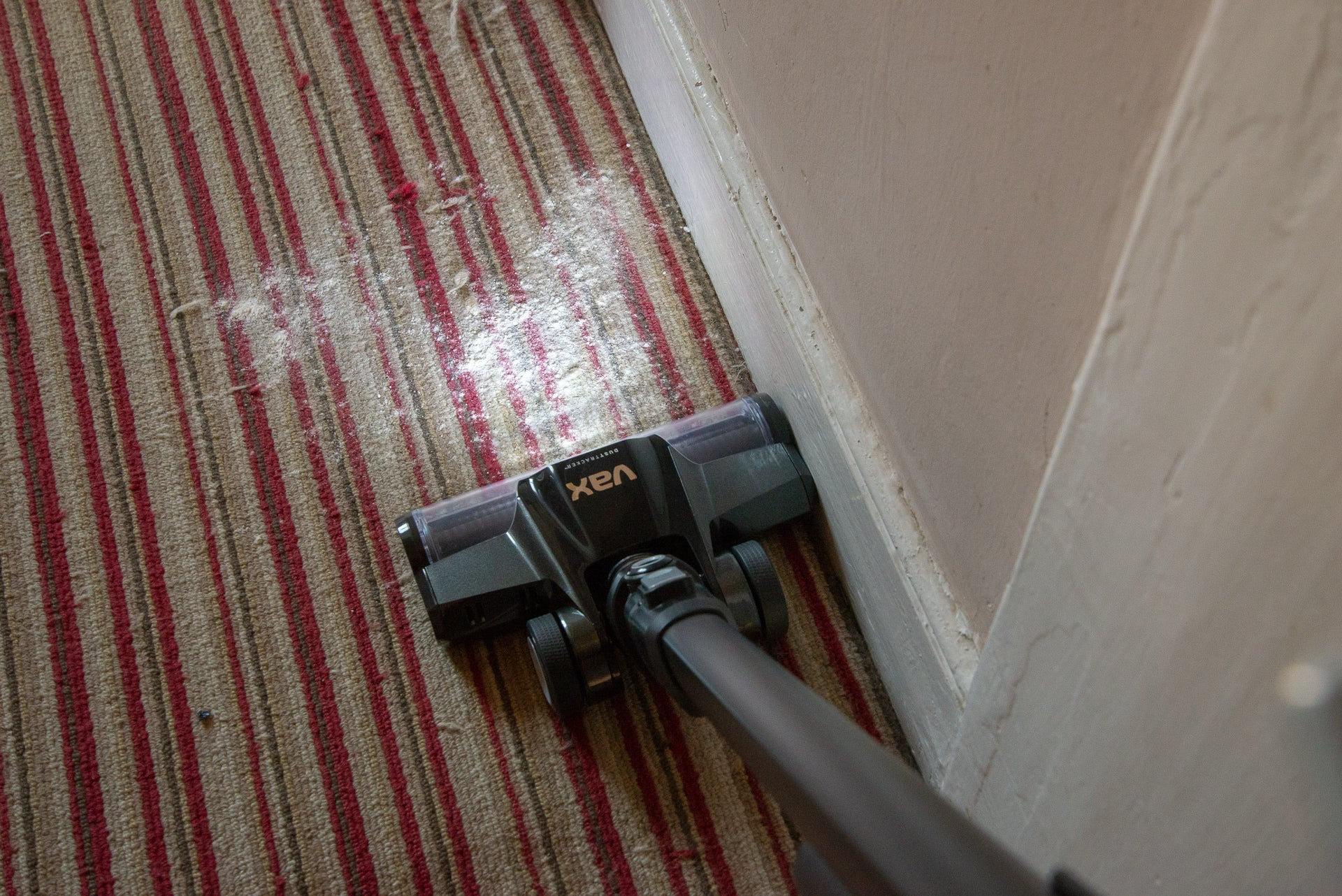 Vax Blade 2 Max carpet being cleaned