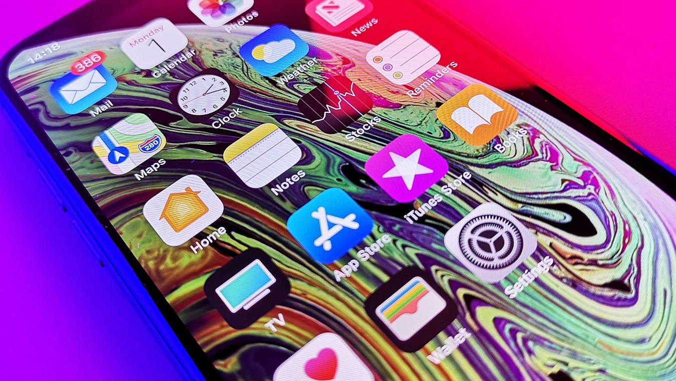 iPhone XS screen closeup